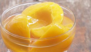 Sobremesa fácil e rápida para o Natal: pêssegos recheados!