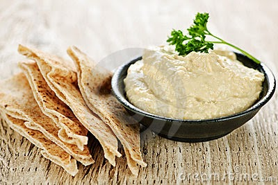 hummus and pita, how to eat healthy at a restaurant, salad, clean eating, clean eating tips, healthy eating party tips