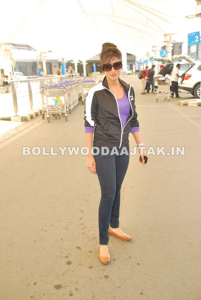 Chitrangada Singh in Tracksuit1 - Chitrangda Singh in Tracksuit at Mumbai Airport - returns from Bnagkok