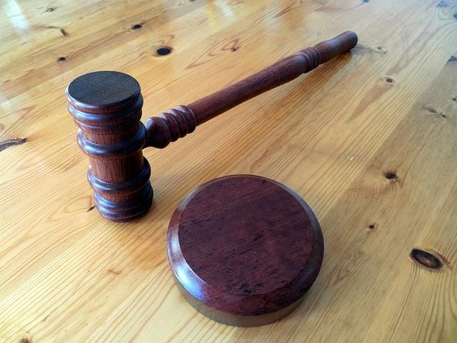 裁判ハンマーの画像