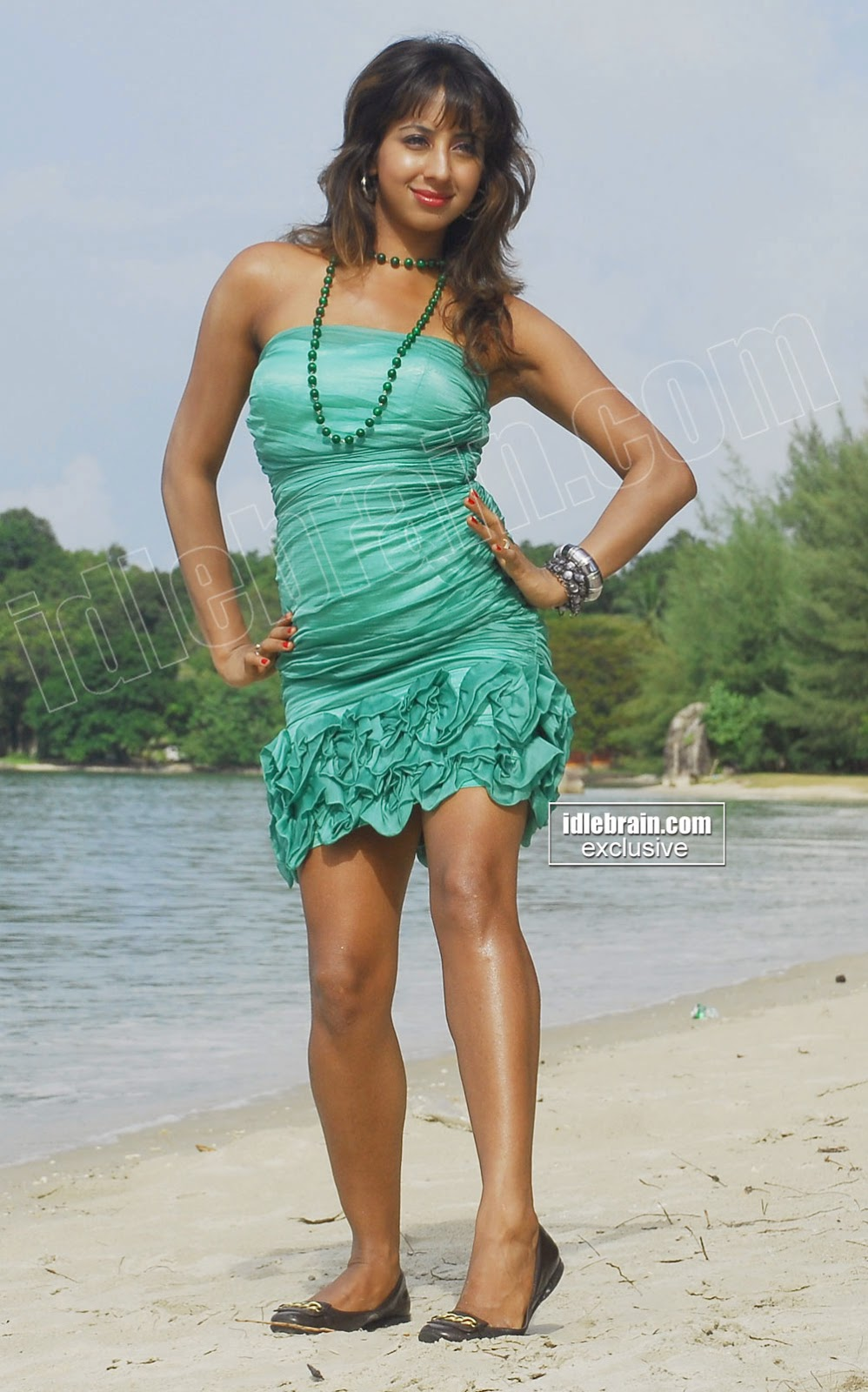 Sanjana grenn mini skirt at beach