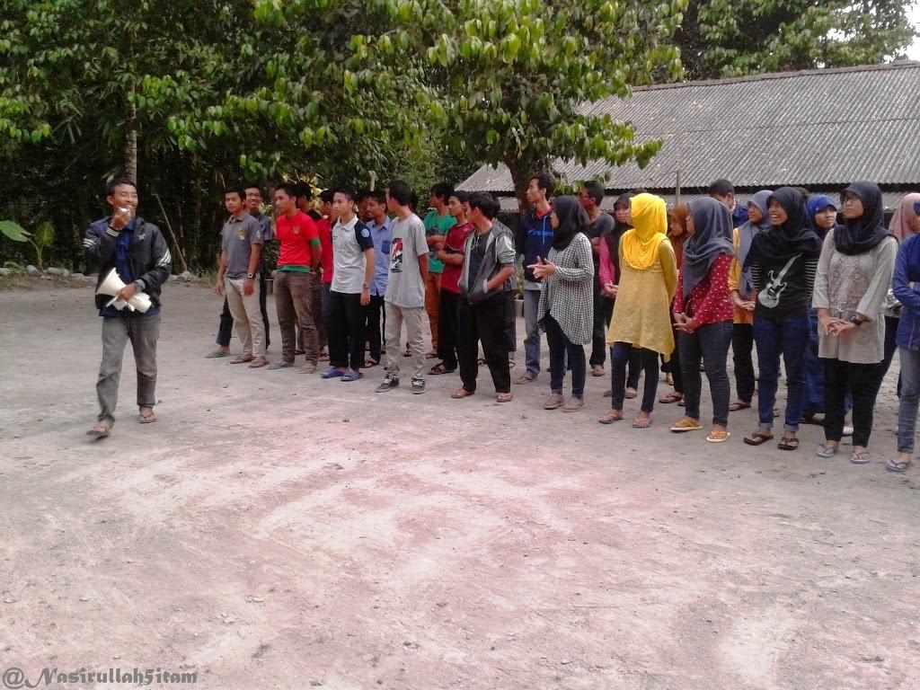 Panitia mengarahkan peserta makrab ALUS