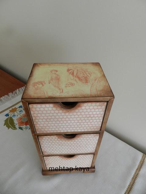 Dekupaj ,yağlı boya yapılmış takı kutusu
