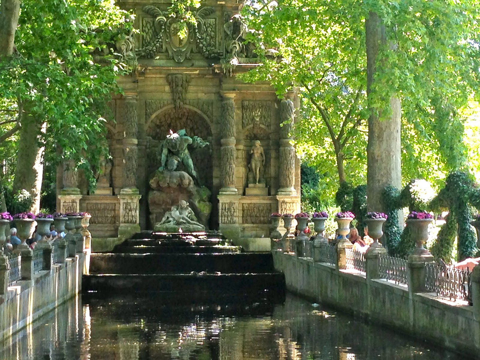 Focus on paris medici fountain 1 - Fontaine jardin du luxembourg ...