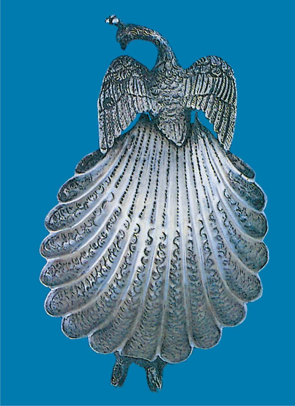 إناء على شكل طاووس من إيران