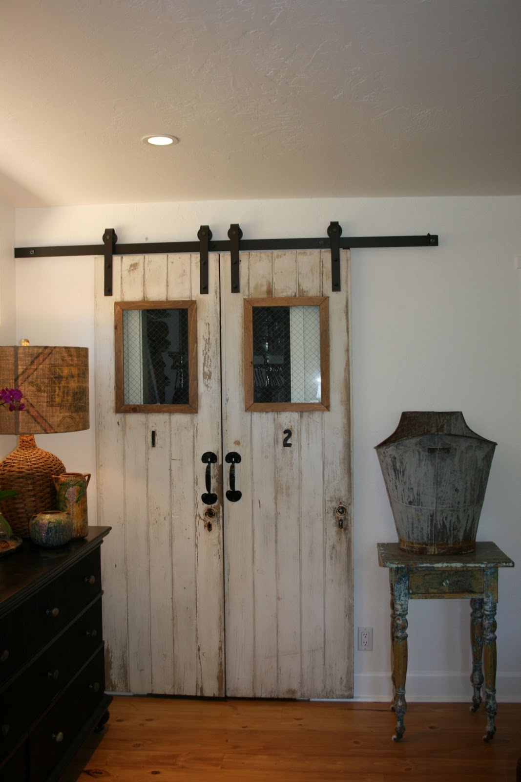 the polished pebble the 4 doors barn door project finished. Black Bedroom Furniture Sets. Home Design Ideas