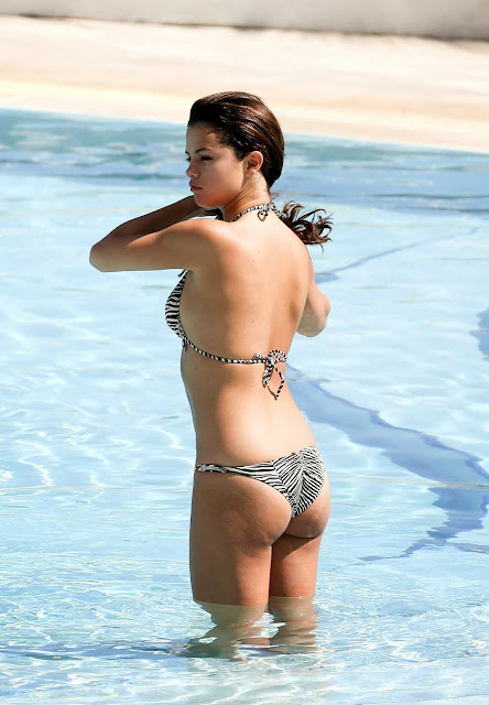 selena ass in bikini