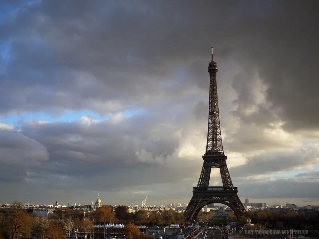 Fond d'écran #1 de DECEMBRE 2013, avec et sans le calendrier du mois - Tour Eiffel (photo déc. 2011)