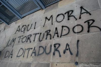 AQUI MORA UM TORTURADOR