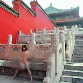 Wow, Heboh Foto Model Wanita Bugil di Kota Terlarang Tiongkok