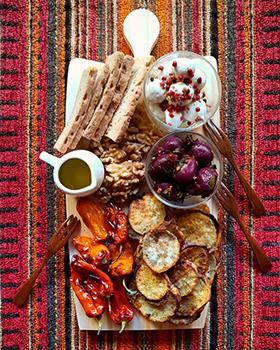 Um mini tábua mediterrânea e vegetariana