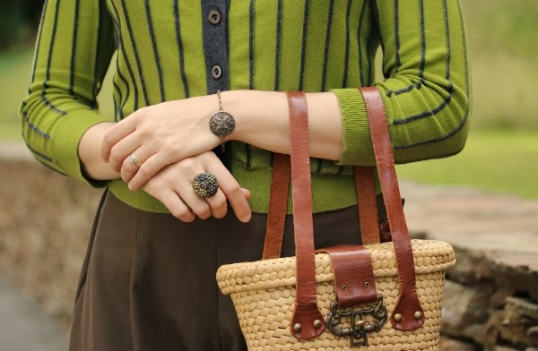 Accessory Detail on Vintage Fall Outfit #vintage #fashion #style #fall