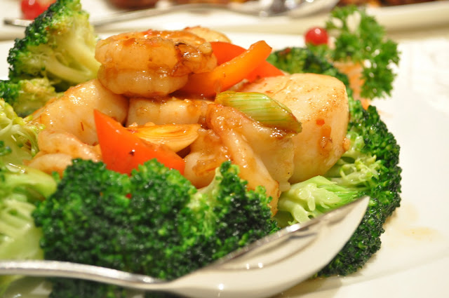Grand+Imperial+Chinese+Restaurant+review+London+scallops+prawns+brocolli