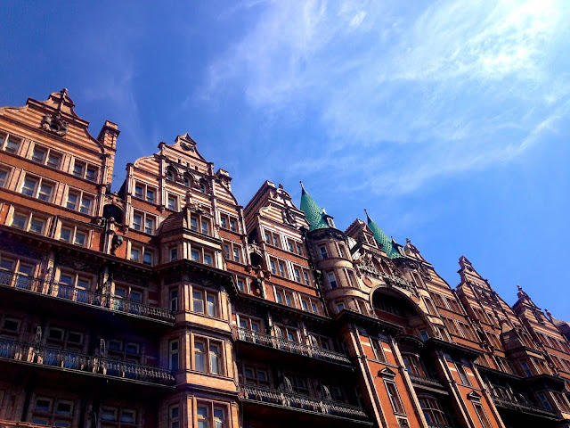 hotel russell in the sunshine in London