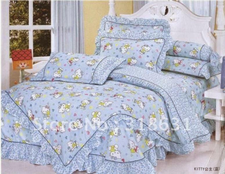 Desain kamar tidur motif hello kitty biru untuk anak perempuan