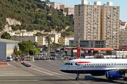 Bandara Ekstrim yang Berada ditengah Jalan Raya