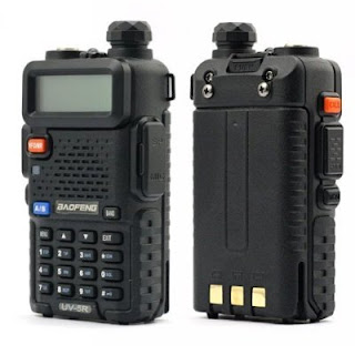 Dual band handheld radios