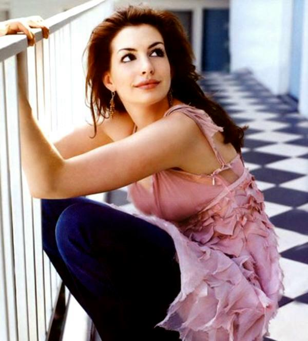 Anne Hathaway Mini Biography And Cute Wallpaper