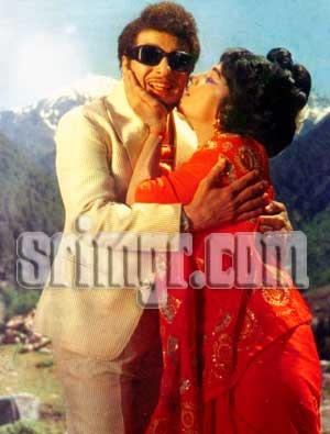 MGR & Manjula in 'Ulagam Sutrum Valiban' Movie