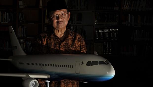 Mengapa Habibie Sebut Pesawat N219 Hanya Mainan