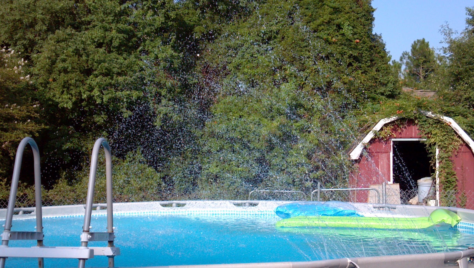 How to cool your pool in those hot summer months diy pool fountain solutioingenieria Image collections