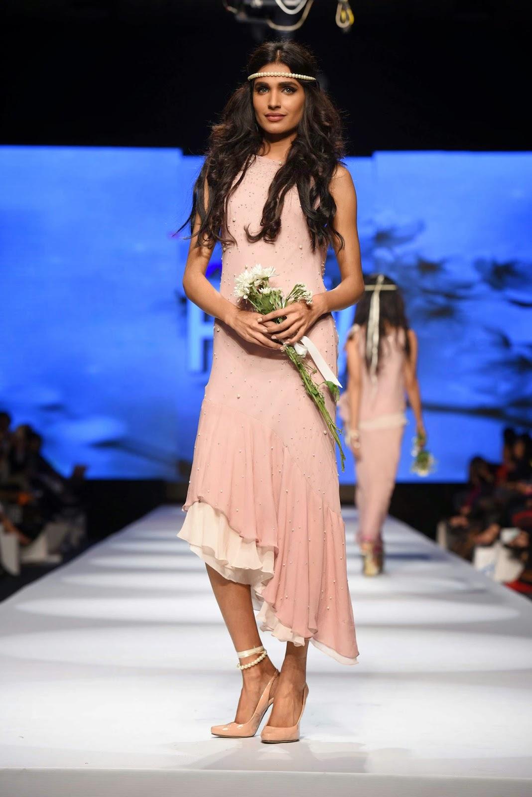 amna ilyas Sadaf Malaterre Telenor Fashion Pakistan Week Day 1