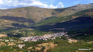 Candelario Salamanca vista general del pueblo y la sierra de Candelario al fondo