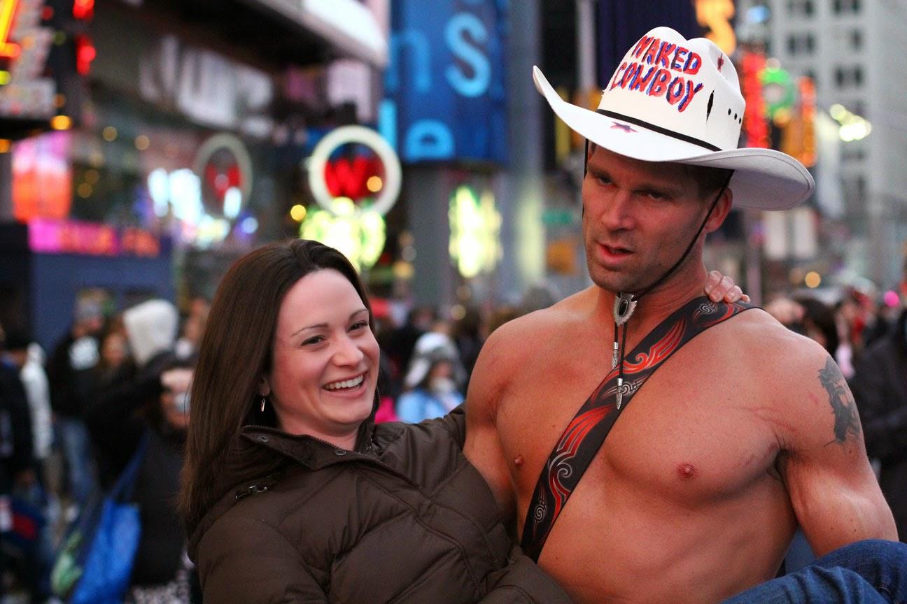 Naked cowboy personaje famoso de Nueva York