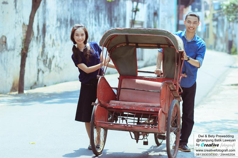 foto prewedd naik becak di kampung batik laweyan