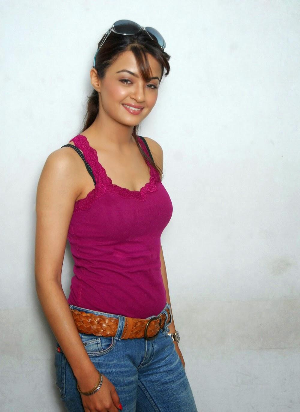 Surveen Chawla hot pics