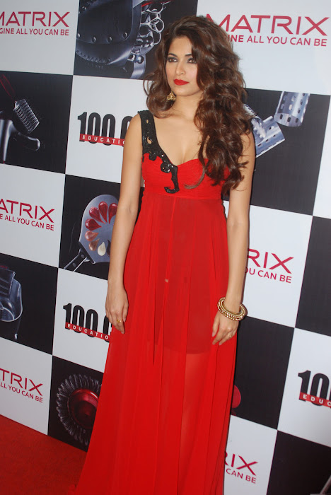 parvathy omanakuttan at matrix fashion hot photoshoot