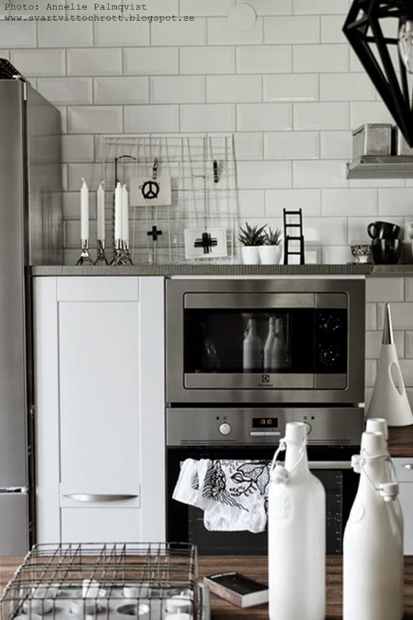 kök, hth kök, köket, kökets, gråa köksluckor, grått, galler, diy, inredningstips, inreda, styling mot vägg, nät, industristil, industrial kitchen, industrikänsla,