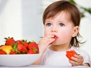 8 Makanan yang Tidak Boleh Dimakan Bayi