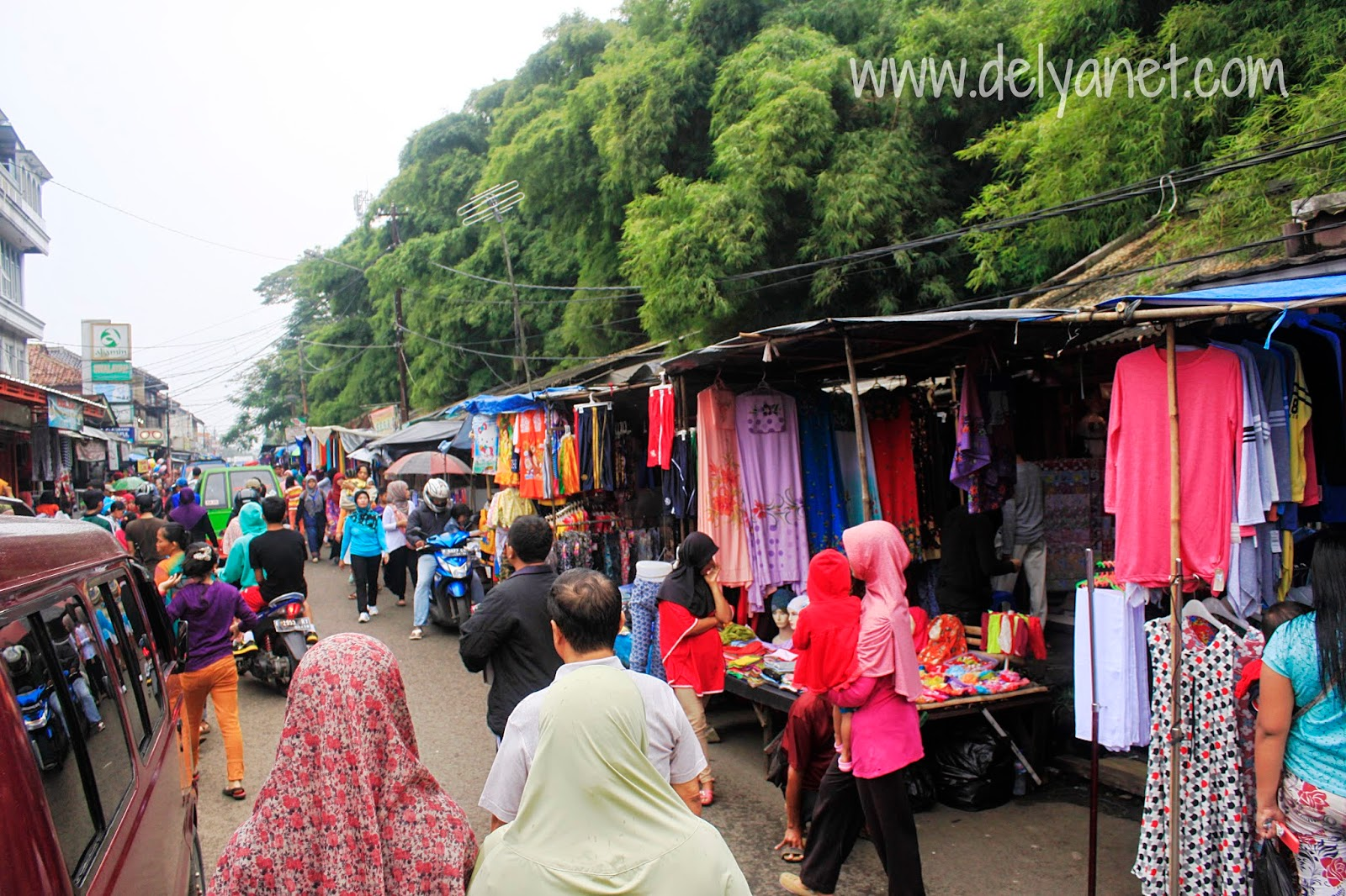 Pasar tumpah Babakan Raya (Bara)