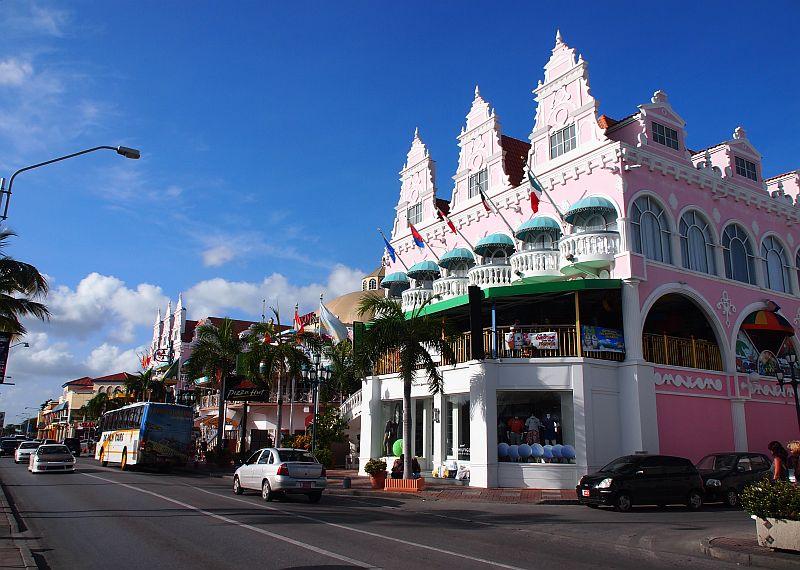 Merkkilaukkuja Netistä : Aruba one happy island matka i vaihda vapaalle