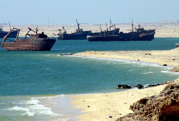 http://3.bp.blogspot.com/-17UrKgiDtlQ/UKT98kDunSI/AAAAAAAAMD4/_s6uELK2jQ0/s1600/Ships_graveyard,_Nouadhibou,_Mauritania-2.jpg