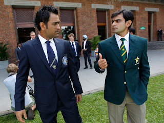 MS dhoni and hafeez talking to each other