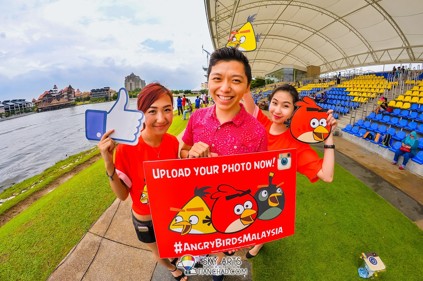 #TCFisheye with beautiful Angry Birds ambassadors at Putrajaya Nautique Ski & Wake Championship 2014 #AngryBirdsMalaysia