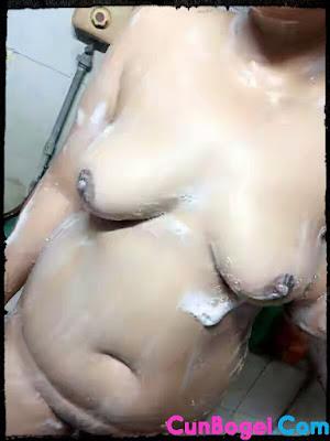 Gambar Bini Orang Mandi Bogel - Cunbogel.com