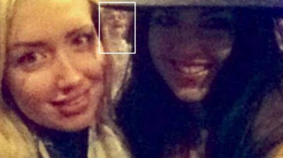Fantasma aparece en una selfie