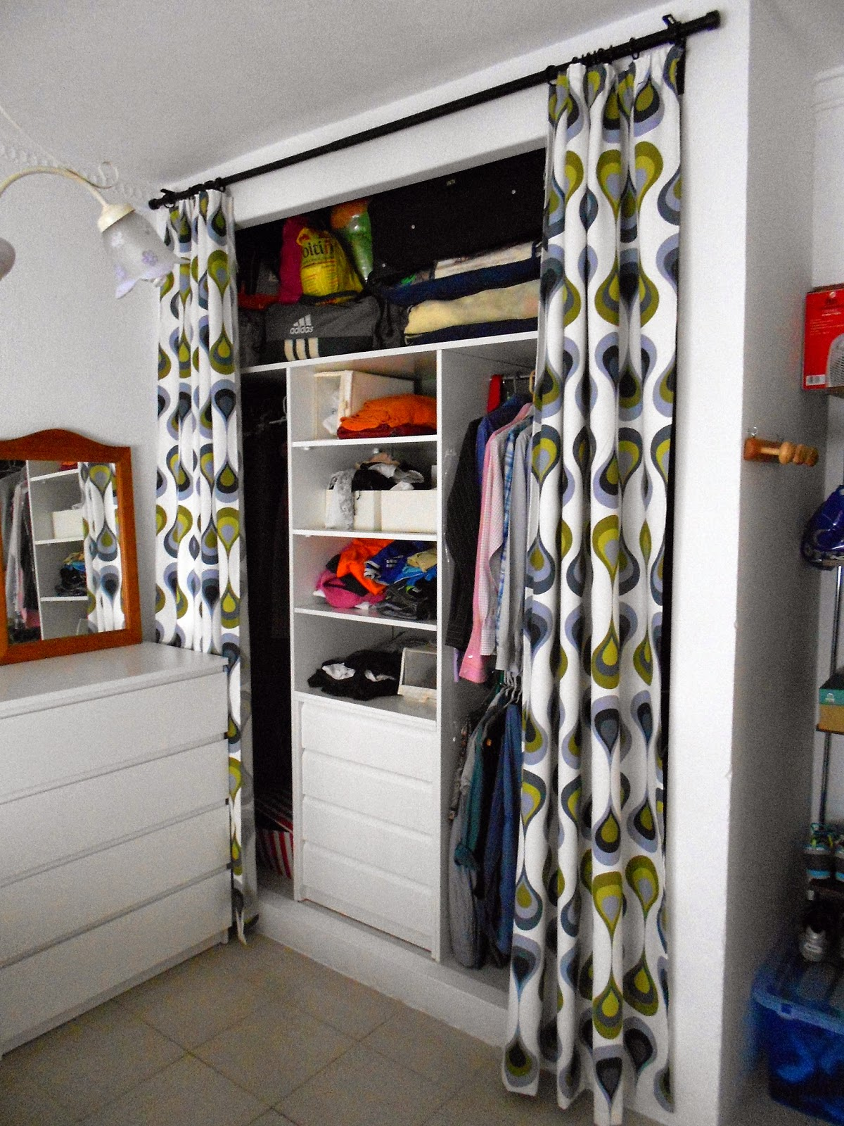 Rehabitasur todo sobre tu reforma actualizar un armario for Cortinas para armarios empotrados