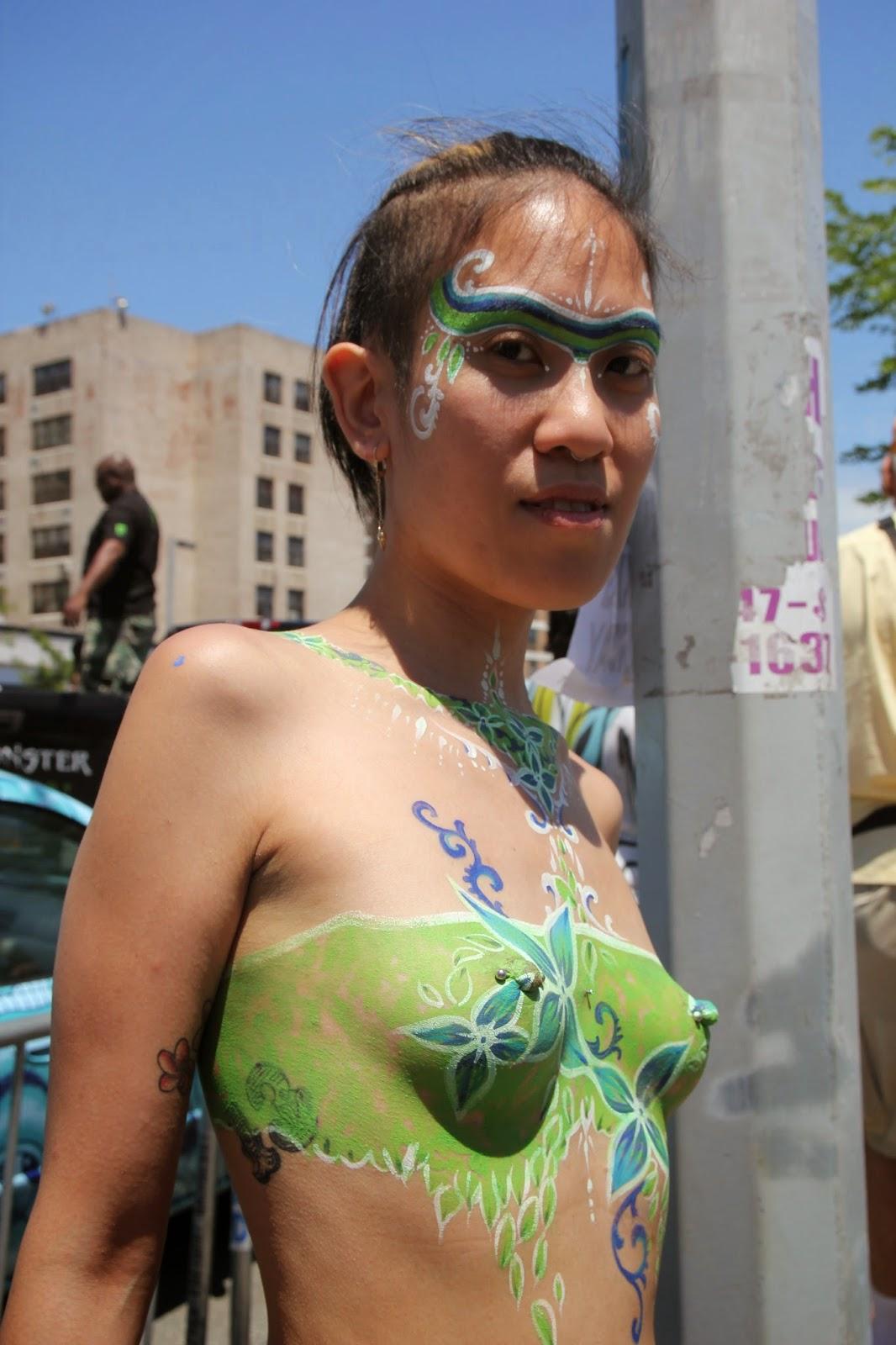 hermosos diseños de pintura corporal sobre el cuerpo humano