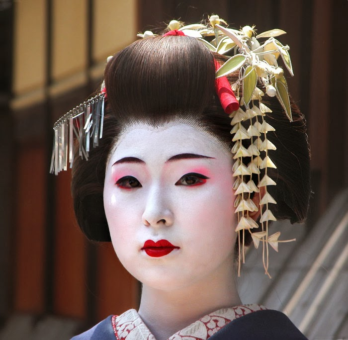 gelled hairstyles : Maiko Makeup And maiko makeup styles.