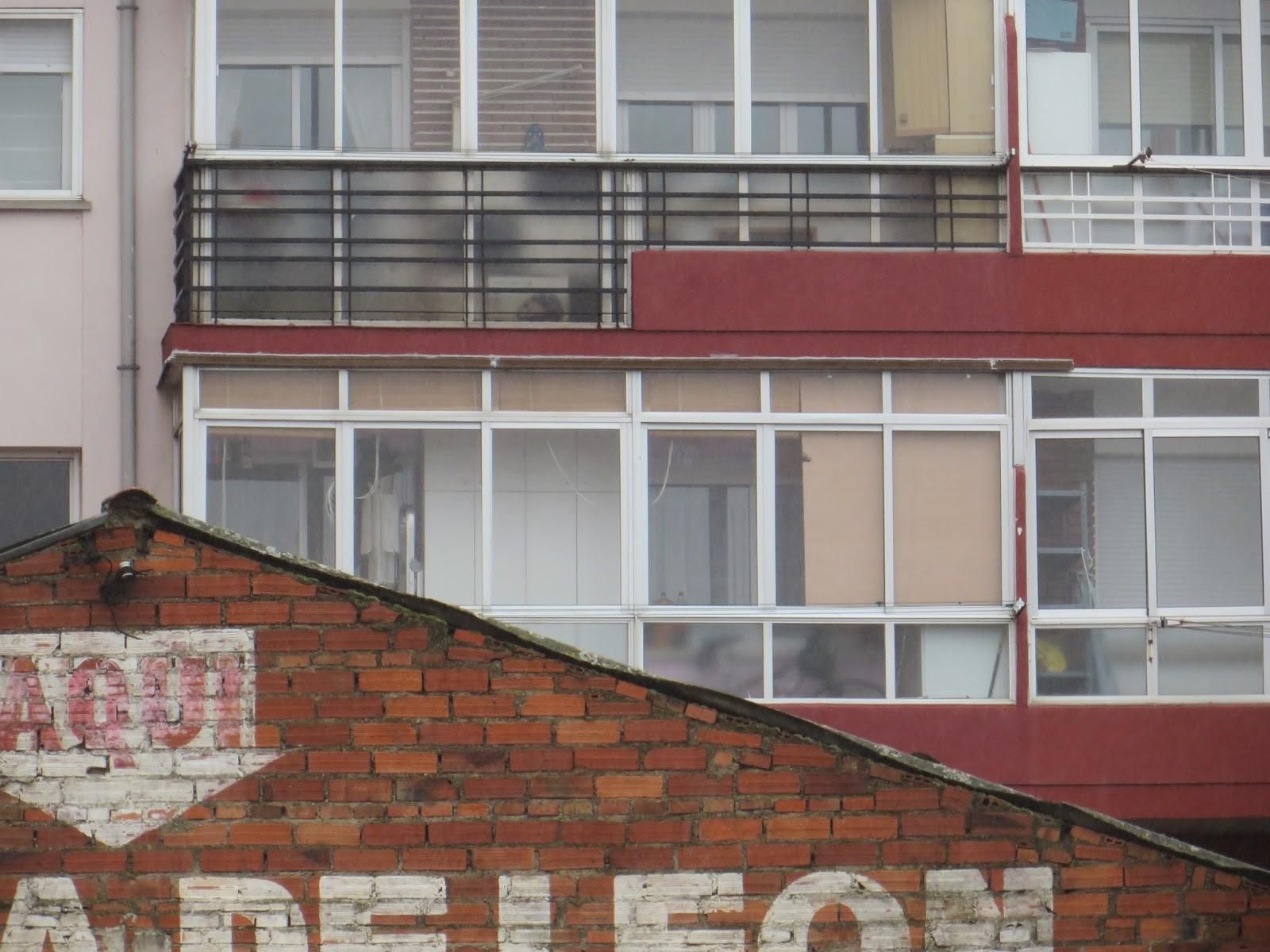Realizamos reparaciones en cerramientos de terrazas, para solucionar las Humedades en León Te muestro en estas imagenes una reparacion, de cerramientos de terrazas para la solucion humedades y filtraciones, realizada en León. Tlf.618848709-987846623.