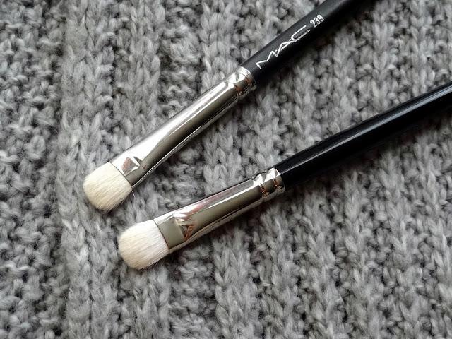 Hakuhodo J004G Round & Flat Eyeshadow Brush vs MAC 239