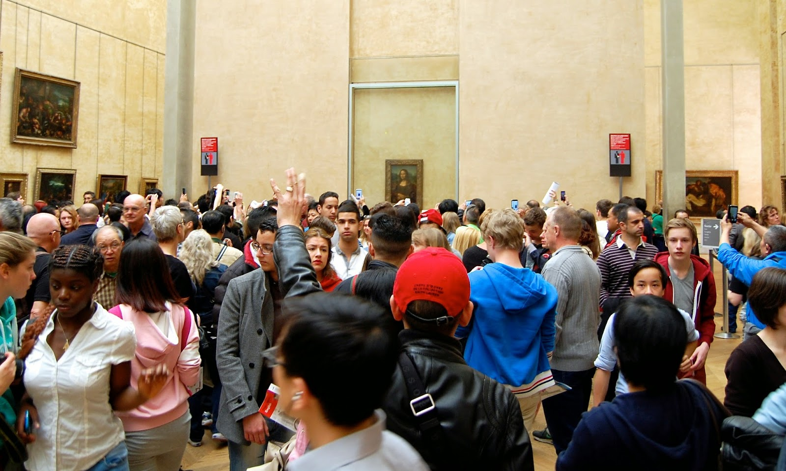 Mona Lisa crowd at the Musée du Louvre