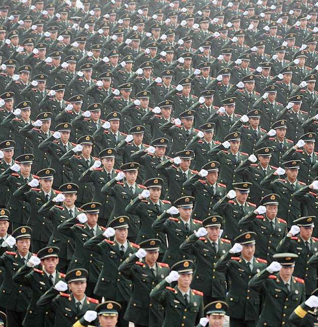 Oficiais denunciam que a China seria incapaz de empreender uma guerra por causa da corrupção que grassa nos quartéis.