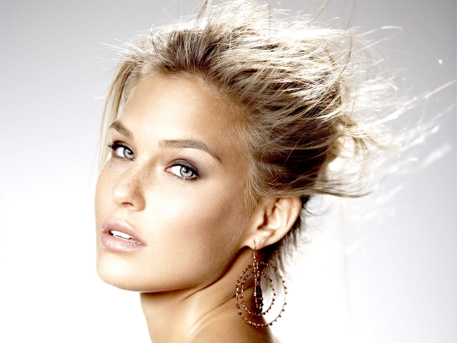 http://3.bp.blogspot.com/-19DZhu_dO_I/TjwFety4h-I/AAAAAAAAAZ4/0lyGLGC2htE/s1600/Bar_Refaeli_High_Resolution_Aag_Wallpapers_99010.jpg
