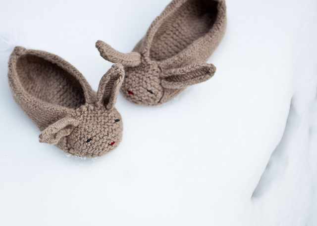 Las Teje y Maneje: KNITTED BUNNY SLIPPERS