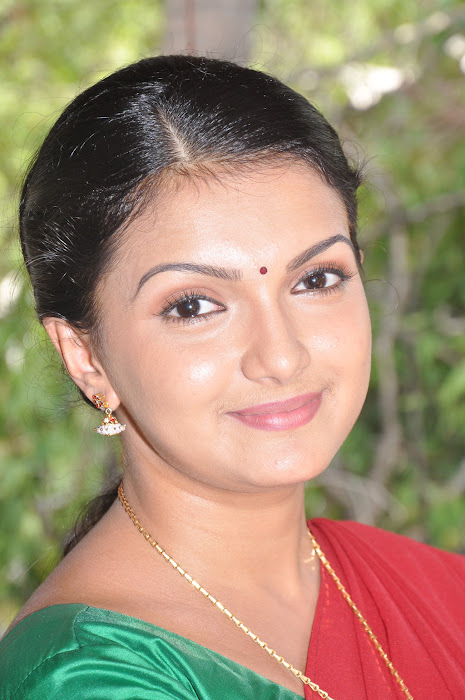 saranya mohan in spicy half saree